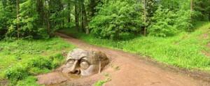 каменная голова в Сергиевке